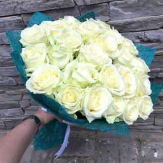 24 белые розы