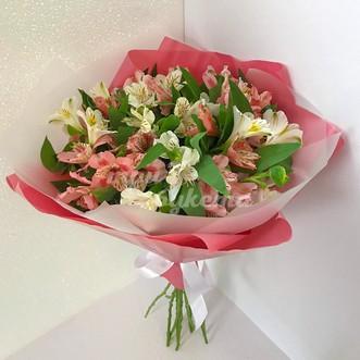 Розовые и белые альстромерии