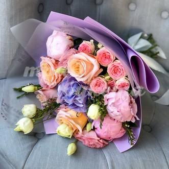 Букет из роз и пионов фото