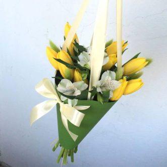Тюльпаны и орхидеи в конусе «Индиана»