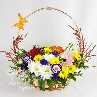 Корзина цветов из гербер и хризантем