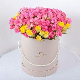 25 кустовых роз в коробке