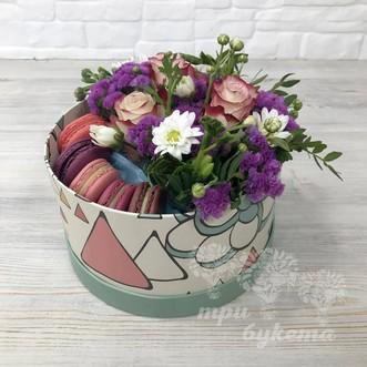 5 макарун с розами и хризантемой фото