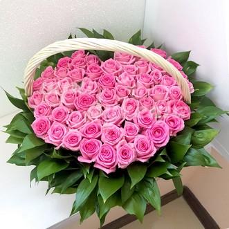 Сердце из 51 розы в корзине