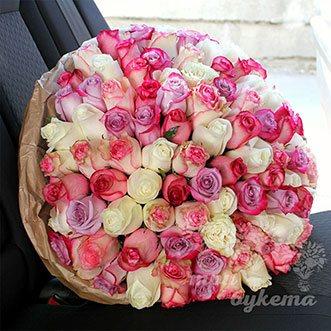 101 разноцветная роза в крафте (Premium)