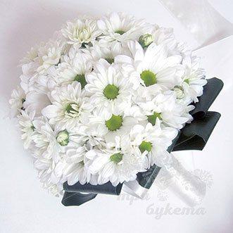 Букет невесты из белых кустовых хризантем