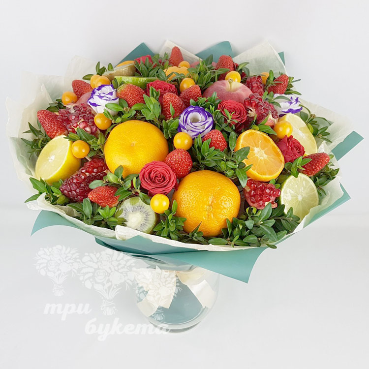 Фруктовый букет с цветами (вид сверху)