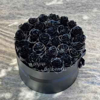 Букет из 28 черных роз в шляпной коробке