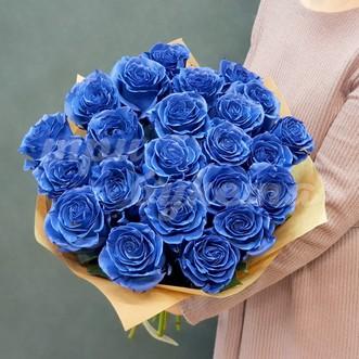 Букет из 23 синих роз в крафте