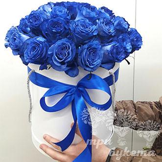 Букет из синих роз в шляпной коробке
