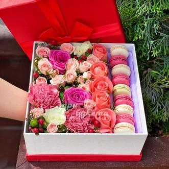 9 макарун с розами