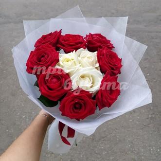 Кремовое сердце из роз