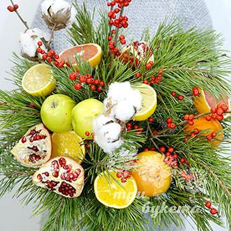 Зимний букет из яблок и апельсинов