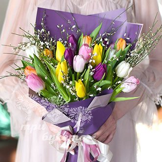 21 разноцветный тюльпан на 8 марта