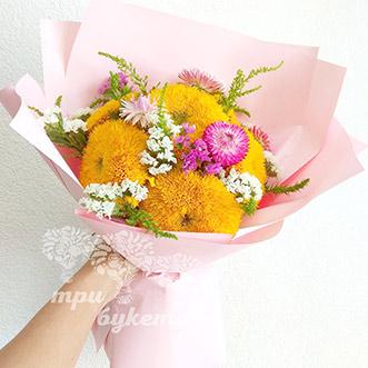 Букет из сухоцветов и подсолнухов