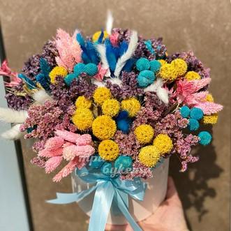 Композиция из сухоцветов в коробке