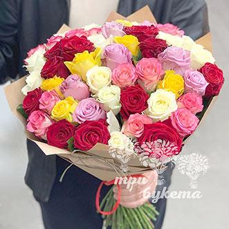 Букет из 51 розы в крафте