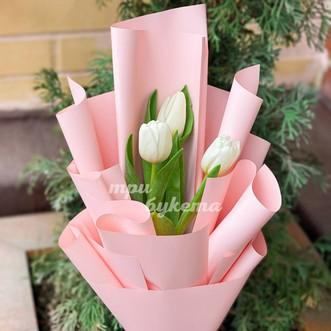 Мини-букет из 3 белых тюльпанов