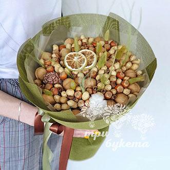 Букет из орехов и корицы