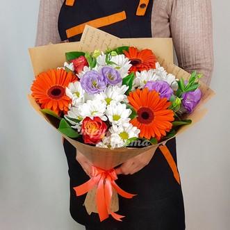 Букет из гербер и белых хризантем фото