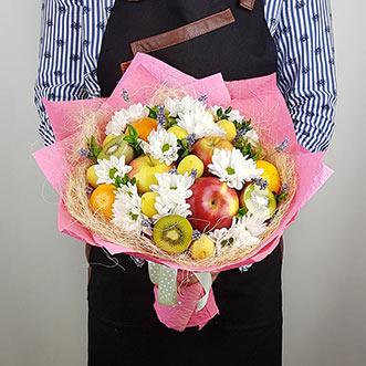 Букет из фруктов и хризантем фото