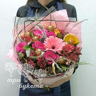Зимний букет из цветов и гирлянды фото