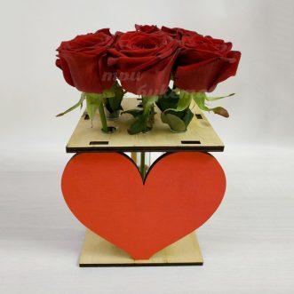 9 роз в ящике с сердцем