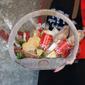 Аппетитный набор с закуской и колой фото
