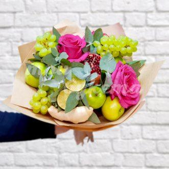 Букет из винограда и роз фото