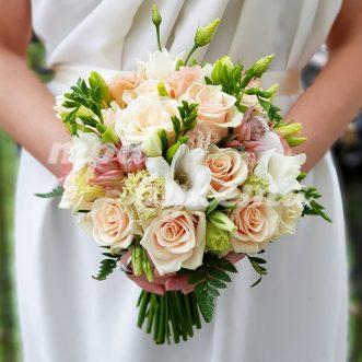 Букет невесты из эустом и фрезии