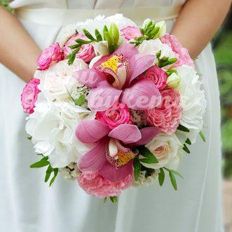 Букет невесты из гвоздик и орхидеи