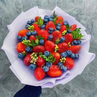 Букет из 23 ягод клубники