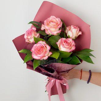 Букет из 5 розовых роз фото