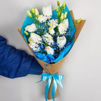 Букет из тюльпанов и эустом фото