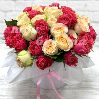 17 нежных кустовых роз в коробке