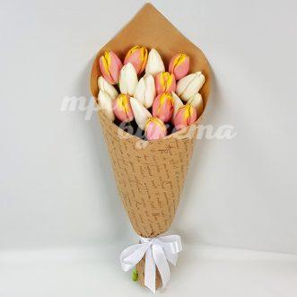 Букет из 17 светлых тюльпанов