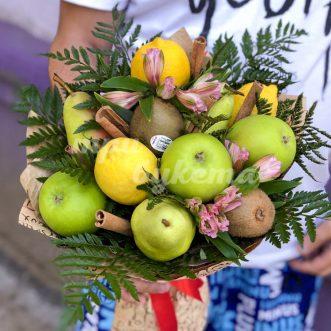Букет из яблок, груш и лимонов